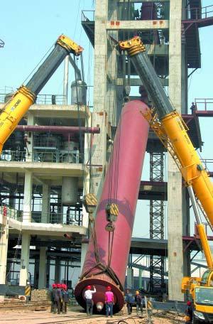 正元化肥首台尿素合成塔吊装成功